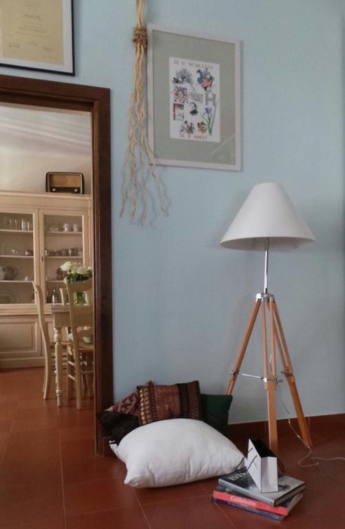 La lampada Navy in legno naturale di made.com
