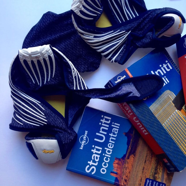 Furoshiki di Vibram le scarpette per viaggiare in aereo (2)