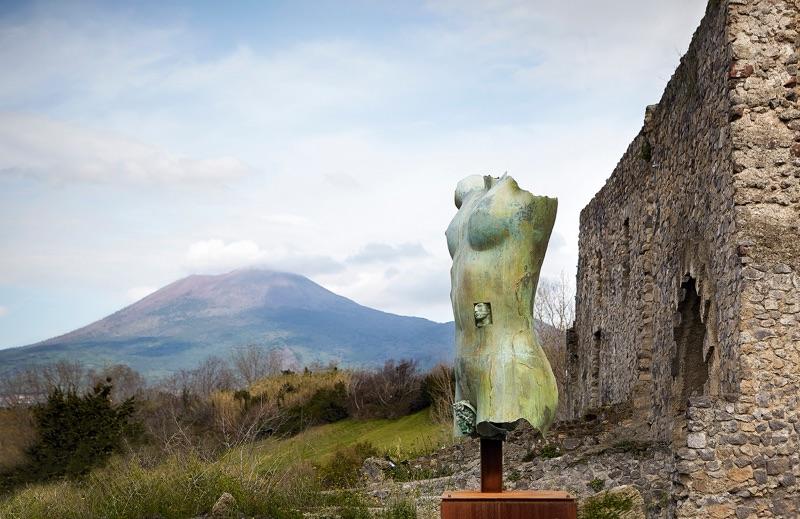 Torso di Ikaria grande sulla terrazza dell'Antiquarium