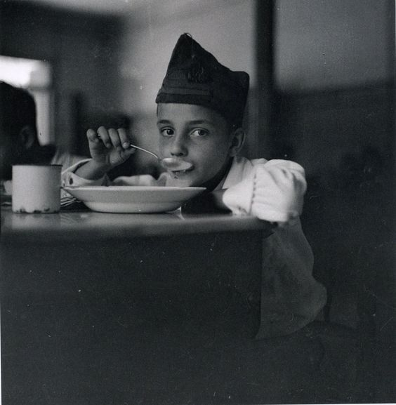 War orphan eating soup, Madrid (1936/1937), Gerda Taro