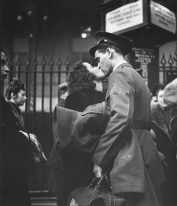 Alla stazione Penn di New York (1943), Alfred Eisenstaedt