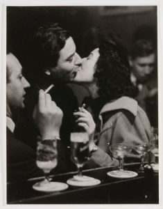 At the Bar/Kissing Couple (Cologne, 1956), Chargesheimer