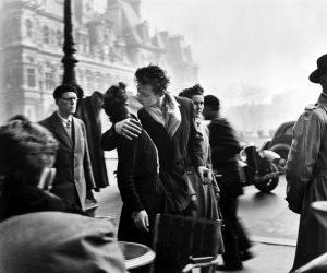 Le Baiser de l'Hôtel De Ville (Parigi, 1950), Robert Doisneau