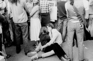 The Kiss, Bourke St. (1978), Rennie Ellis